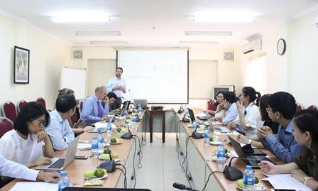Ông Brian Eyler - Giám đốc Chương trình nghiên cứu Đông Nam Á,Trung tâm Stimson, Mỹ đã trình bày về kết quả nghiên cứu.