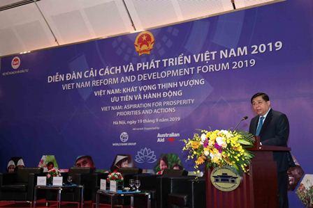 Bộ trưởng Nguyễn Chí Dũng phát biểu khai mạc Diễn đàn. Ảnh: MPI