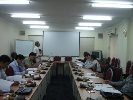 TS.Nguyễn Văn Thành trình bày báo cáo đề án