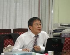 Tiến sĩ Jae-Kyong Chun trình bày một số vấn đề về Luật Bảo vệ môi trường tại Việt Nam.