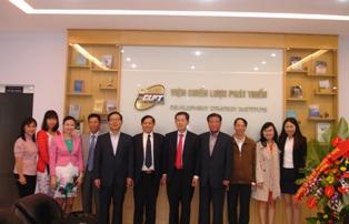 Đoàn chuyên gia KDI, Hàn Quốc và DSI chụp ảnh lưu niệm.