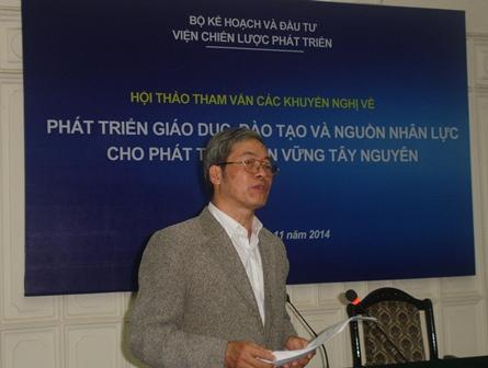 TS. Nguyễn Văn Thành đại diện Ban Chủ nhiệm đề tài đã trình bày Báo cáo.