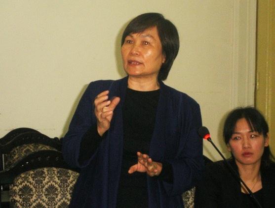PGS.TS. Nguyễn Hồng Thục, Viện trưởng Viện Nghiên cứu định cư phát biểu tại tọa đàm.