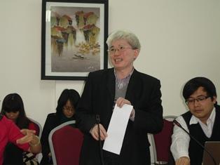 GS.TS. Nguyễn Đình Cử phát biểu ý kiến tại buổi tọa đàm.