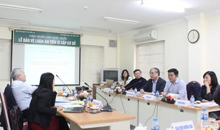 PGS.TS. Trần Đình Thiên phát biểu tại buổi Bảo vệ luận án tiến sĩ cấp cơ sở.