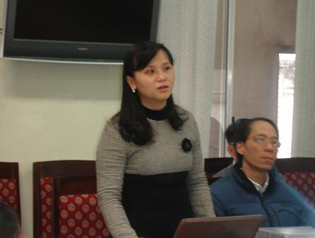 <center>Ths. Nguyễn Quỳnh Trang, chủ nhiệm đề tài trình bày tóm tắt trước Hội đồng.</center>