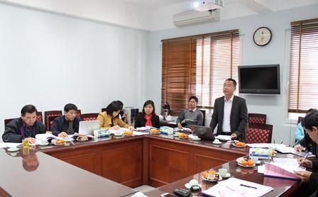 <center>ThS. Trần Vũ Mạnh, chủ nhiệm Đề tài trình bày tóm tắt báo cáo.</center>