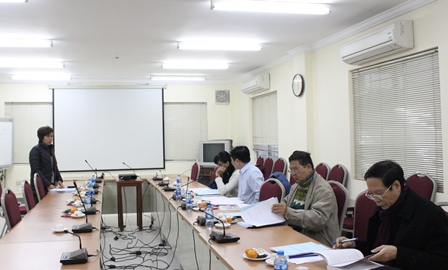 <center>Nghiên cứu sinh Lâm Thùy Dương bảo vệ ba chuyên đề và Tiểu luận trước Hội đồng.</center>