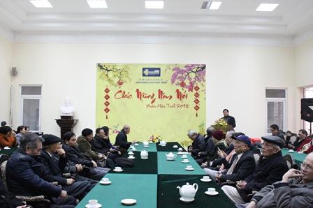 Viện trưởng Bùi Tất Thắng phát biểu tại buổi gặp mặt.