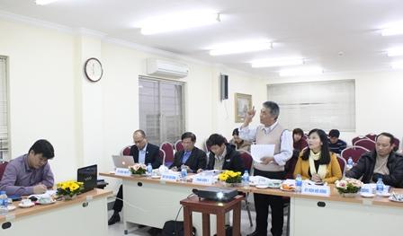 <center>PGS.TS. Lê Xuân Bá, Nguyên Viện trưởng Viện Nghiên cứu quản lý kinh tế Trung ương, Phản biện 2 nhận xét luận án.</center>