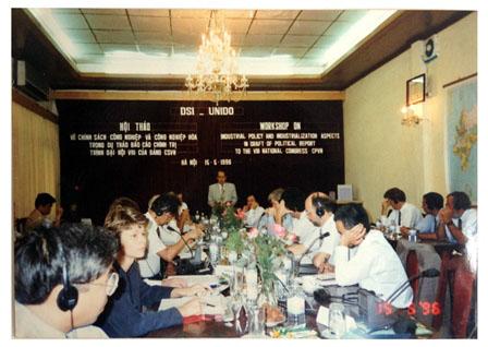 Hội thảo quốc tế về chính sách công nghiệp và công nghiệp hóa, phục vụ xây dựng văn kiện Đại hội Đảng.