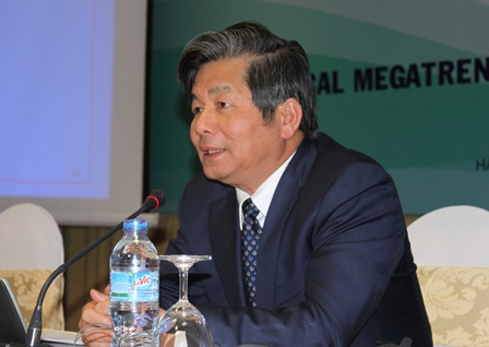 <center><p>Minister of Planning and Investment Bui Quang Vinh spoke at the seminar.</p>