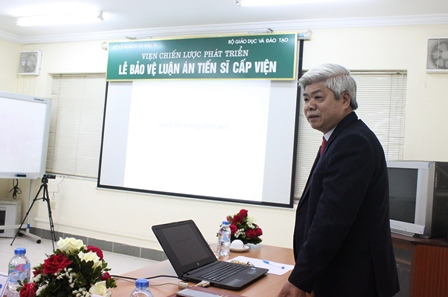 NCS Nguyễn Huy Lương trình bày tóm tắt LATS trước Hội đồng.