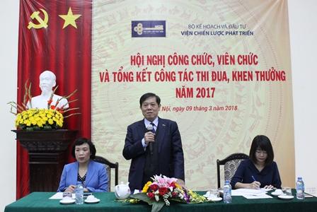 <center>Viện trưởng Bùi Tất Thắng phát biểu tại Hội nghị.</center>