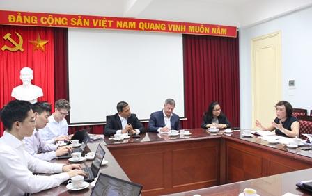 <center> Phó Viện trưởng Phan Ngọc Mai Phương chia sẻ tại buổi làm việc.</center>