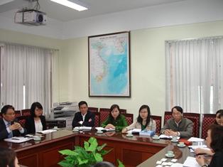 Vấn đề thể chế và phát triển kinh tế Việt Nam là chủ đề chính của buổi làm việc.