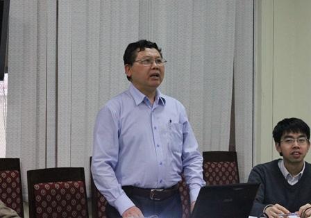 <center>TS. Cao Ngọc Lân, chủ nhiệm Đề tài trình bày báo cáo tóm tắt trước Hội đồng nghiệm thu.</center>