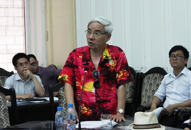 TS. Nguyễn Hữu Ninh phát biểu tại hội thảo.