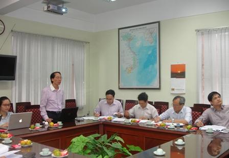 CN. Đặng Huyền Linh, Phó Trưởng ban Ban Các vấn đề quốc tế, Chủ nhiệm Đề tài báo cáo trước Hội đồng.
