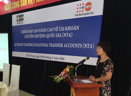 Bà Lê Thị Phương Mai, Cán bộ chương trình Quỹ dân số Liên hợp quốc tại Việt Nam phát biểu chào mừng Khóa tập huấn
