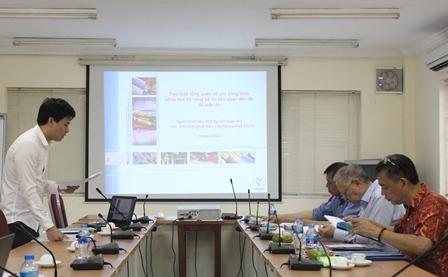 <center>NCS Nguyễn Xuân Thọ bảo vệ trước Tiểu ban.</center>