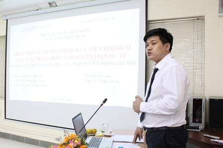 NCS Nguyễn Trọng Thắng trình bày luận án trước Hội đồng.