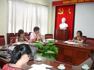 Phó Viện trưởng Phan Ngọc Mai Phương tiếp ông KIMURA Atsushi tại Văn phòng Viện.