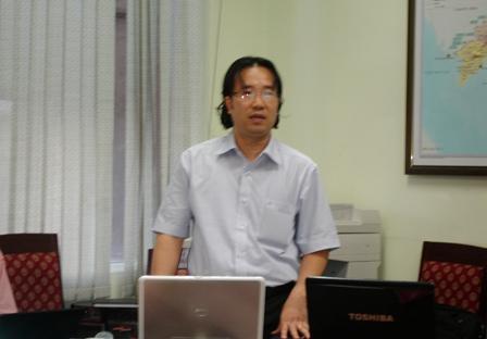 Ths. Phạm Mạnh Thùy, chủ nhiệm đề tài trình bày tóm tắt báo cáo.