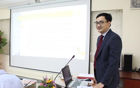 NCS Nguyễn Văn Huy trình bày luận án trước Hội đồng.