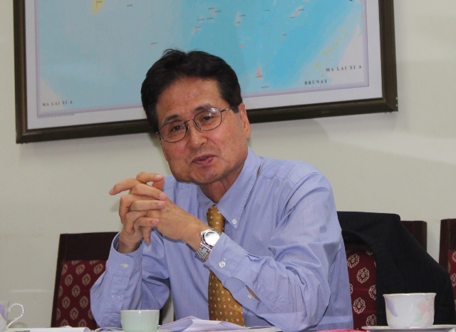 GS. Jeong Ho Kim, Trường Chính sách và Quản lý công (KDI) phát biểu tại buổi làm việc.