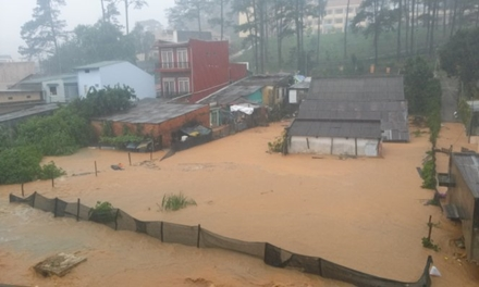 An area in Da Lat, located in the Central Highlands province of Lam Dong, was inundated during a flashflood which struck on June 1, 2015. Photo: Thanh Hoa