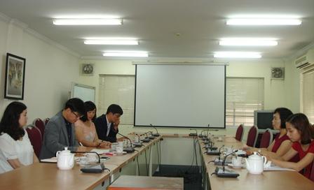 Phó Viện trưởng Phan Ngọc Mai Phương làm việc với đoàn đánh giá KSP.