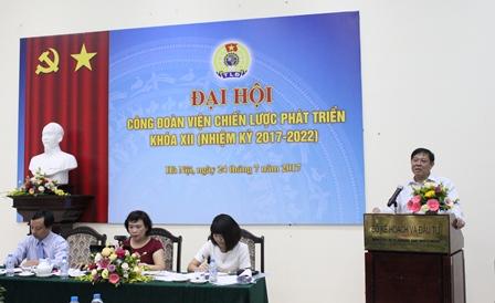 <center>Viện trưởng Bùi Tất Thắng phát biểu tại Đại hội.</center>