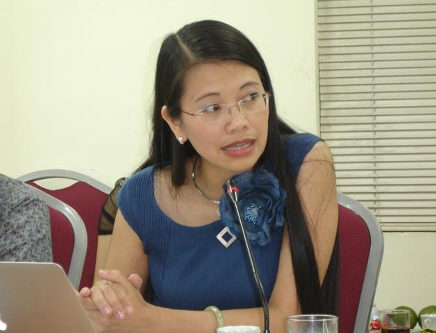 TS. Lưu Bích Ngọc, Viện trưởng Viện Dân số và các vấn đề xã hội, Trường Đại học Kinh tế quốc dân phát biểu tại tọa đàm.