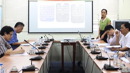 NCS Đoàn Thị Thu Hương trình bày tóm tắt Dự thảo luận án tại tọa đàm
