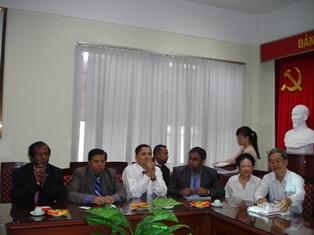 TS. Nguyễn Văn Thành – Trưởng Ban Phát triển nguồn nhân lực tiếp đoàn Bộ Kế hoạch Bangladesh.