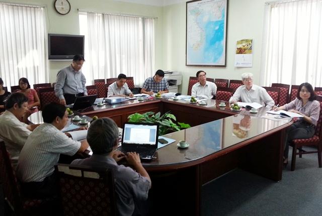 ThS. Phạm Mạnh Thùy, chủ nhiệm đề tài trình bày tóm tắt trước Hội đồng.
