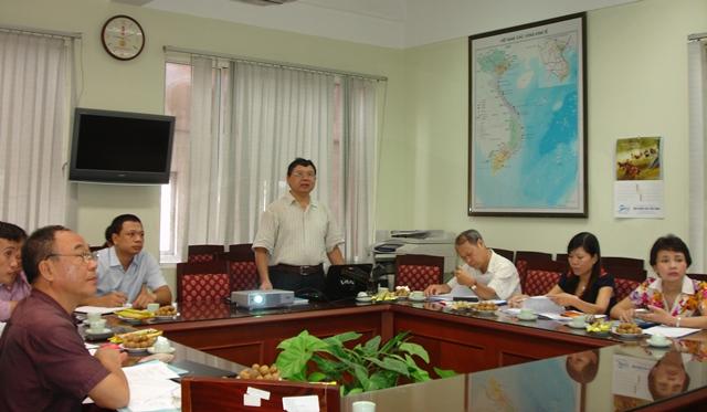 TS. Cao Ngọc Lân, Trưởng ban Ban Phát triển Vùng, chủ nhiệm đề tài trình bày báo cáo tóm tắt trước Hội đồng.