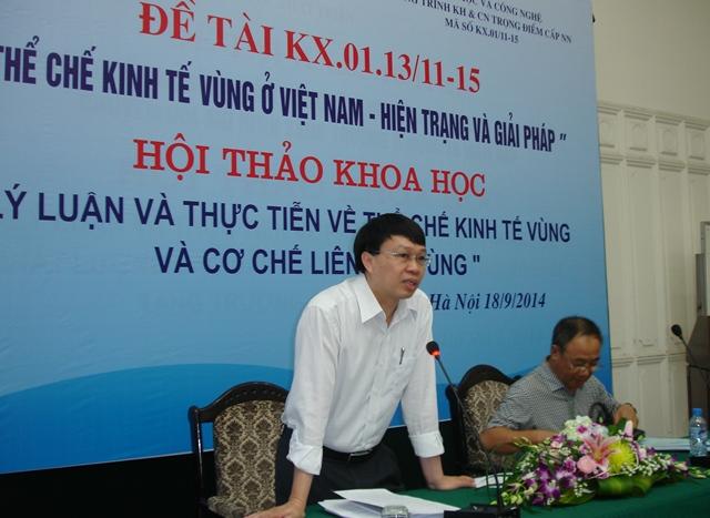 TS. Trần Hồng Quang, Phó Viện trưởng Viện Chiến lược phát triển phát biểu ý kiến tại Hội thảo.