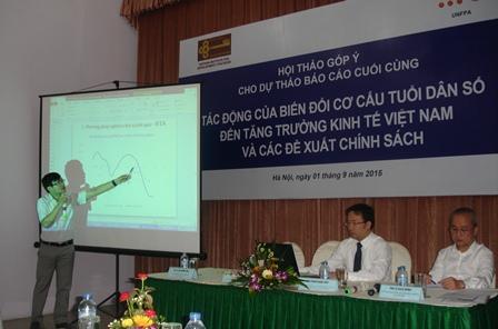ThS. Phạm Ngọc Toàn, đại diện nhóm chuyên gia tư vấn đã trình bày tóm tắt dự thảo báo cáo.