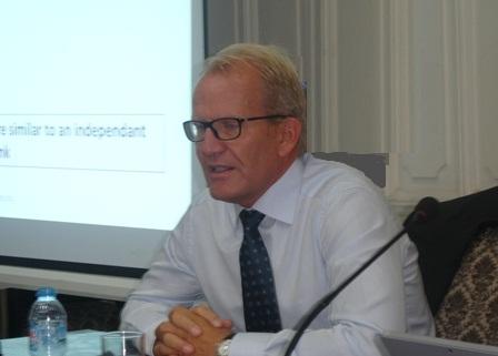 Ông Dag Detter phát biểu tại tọa đàm.