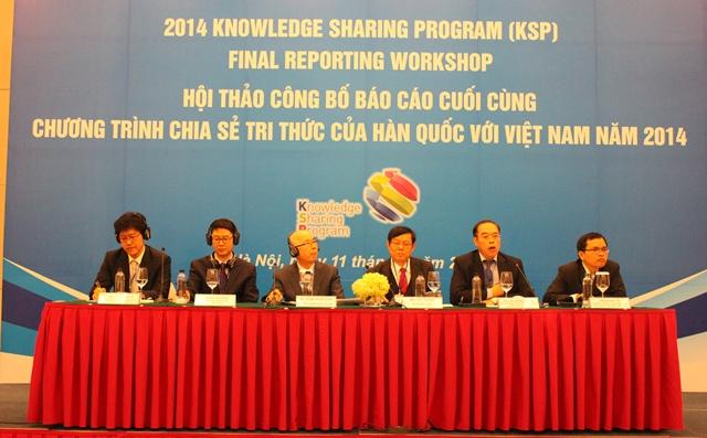 """<center>Hội thảo công bố Báo cáo cuối cùng """"Chương trình Chia sẻ tri thức của Hàn Quốc với Việt Nam năm 2014 (KSP 2014)""""</center>"""
