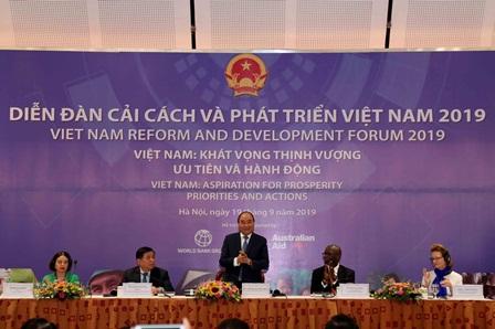 <center> Thủ tướng Chính phủ Nguyễn Xuân Phúc phát biểu chỉ đạo tại Diễn đàn. Ảnh: MPI </center>