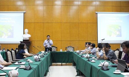 <center>Đồng chí Nguyễn Nhân Quảng trình bày tại Hội nghị.</center>