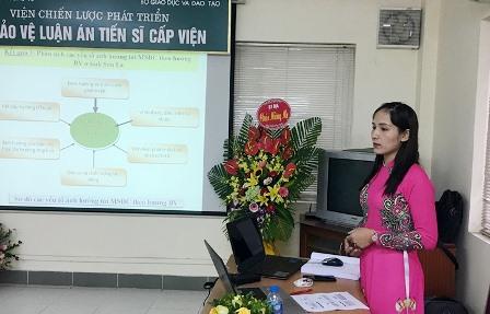 <center> NCS Trần Thị Thanh Hà trình bày tóm tắt luận án trước Hội đồng.</center>